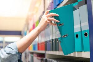 Büro aufräumen, Ausmisten, Ordnen und Sortieren alles schnell und leicht finden. Sie haben einen genauen Überblick über Ihre Unterlagen und können völlig entspannt diese Ordnung fortführen.
